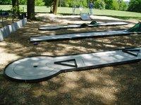Minigolf v zámeckém parku
